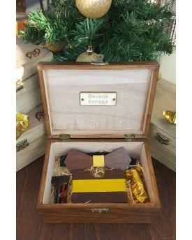 Комплект ръчно изработена дървена папионка и ръчно изработен дървен card holder 2