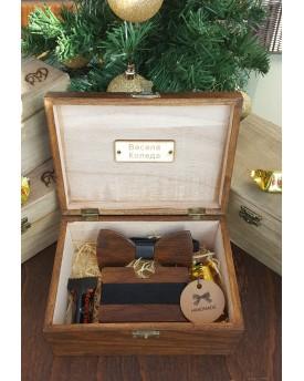Комплект ръчно изработена дървена папионка и ръчно изработен дървен card holder 3